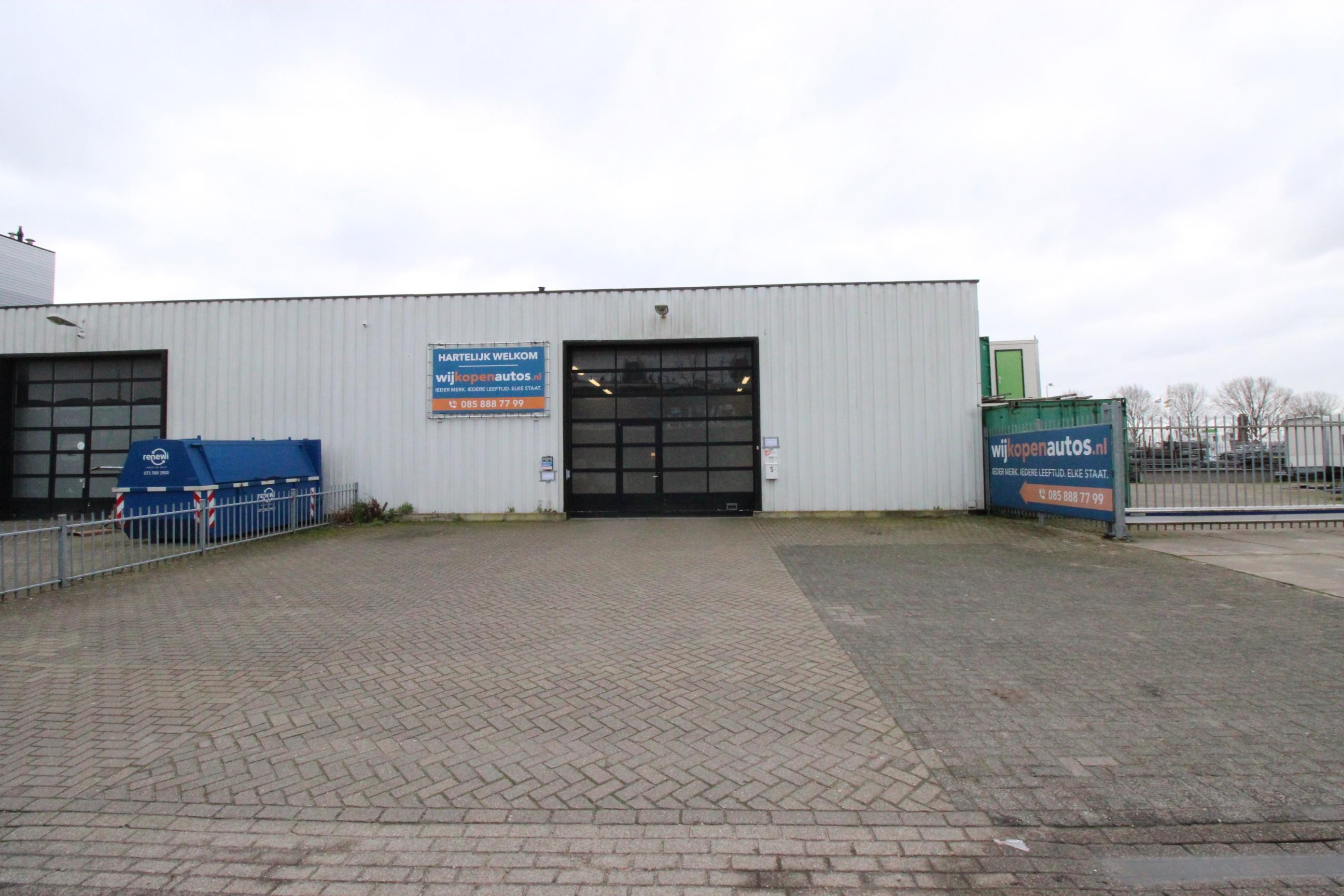 Te huur: Te huur bedrijfspand van circa 460 m² met 8 eigen parkeerplaatsen op industrieterrein Rijnhaven-Oost.