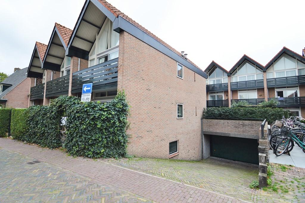 Cornelis Bakkerlaan, Laren
