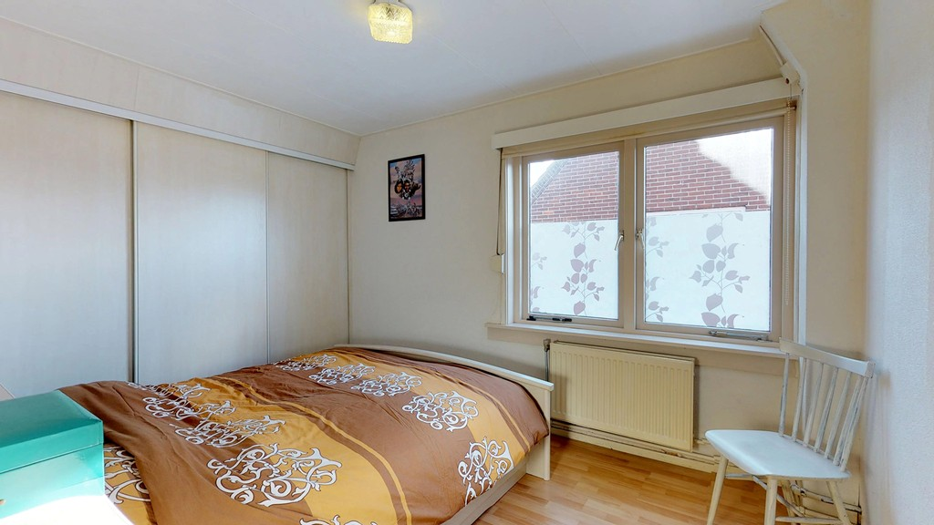 11 - slaapkamer 1 b
