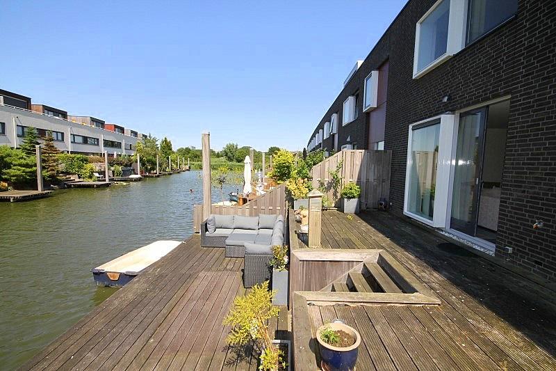 Langeland, The Hague